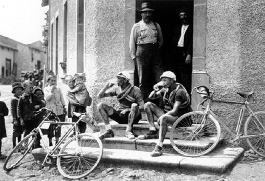 cyclist-beer-stop.jpg